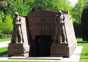 Ook nu nog het grootste graf op deze begraafplaats.
